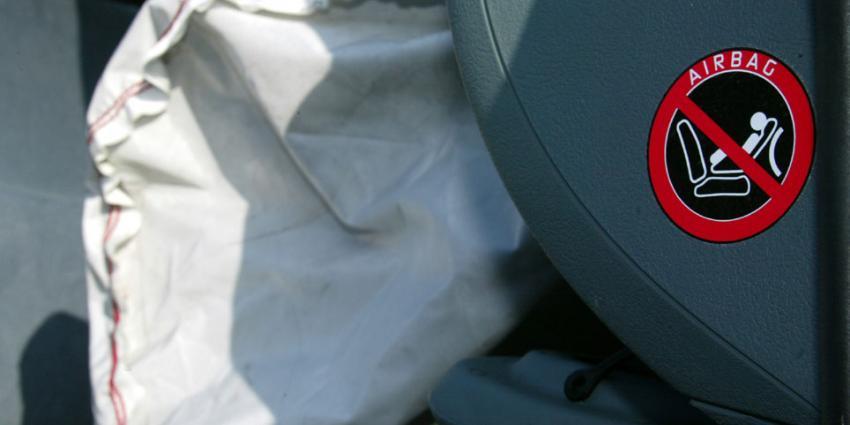 Dieven roven tientallen airbags uit auto's in Veenendaal