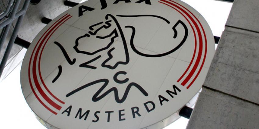 Ajax blijft op vijf punten van Feyenoord na zege in Zwolle