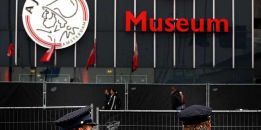 Overmars krijgt 380.000 euro bonus van Ajax