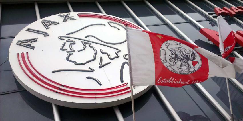Ajax vernieuwd contract met Ryan Gravenberch
