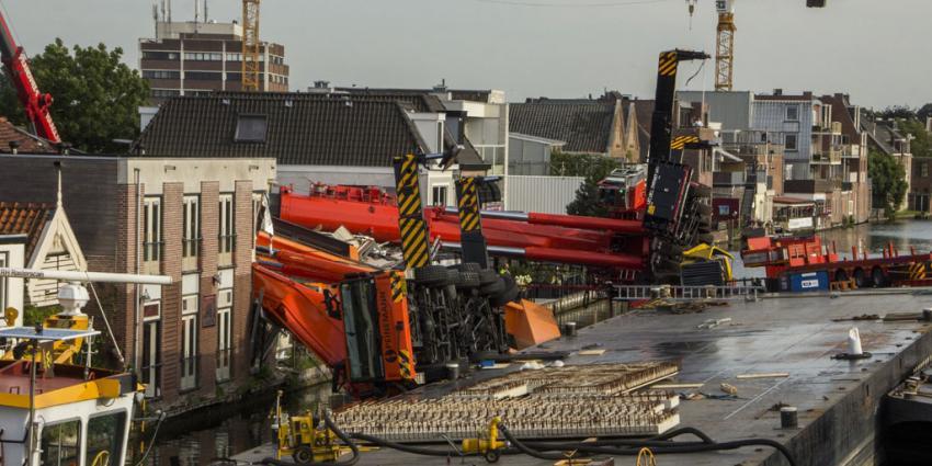 Geslaagde berging van eerste omgevallen bouwkraan Alphen aan den Rijn