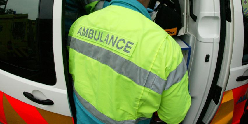 dronken automobilist, aanrijding, schelden, ambulancebroeders