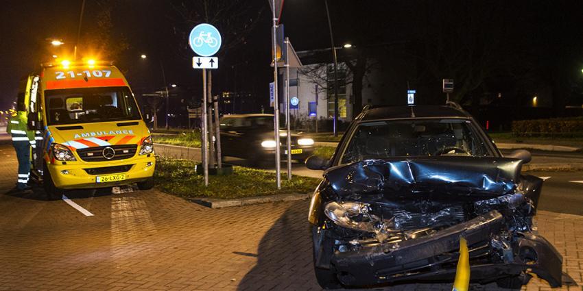 Foto van ambulance en auto na aanrijding | Sander van Gils | www.persburosandervangils.nl