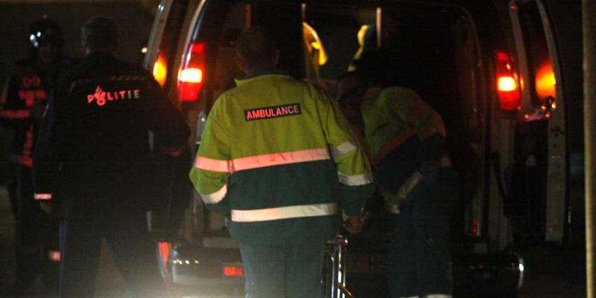 Bewoner gewond door naar binnen gegooide vuurwerkbom