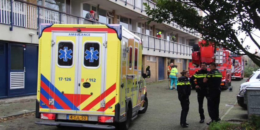 Bewoner ademt rook in bij keukenbrand Schiedam