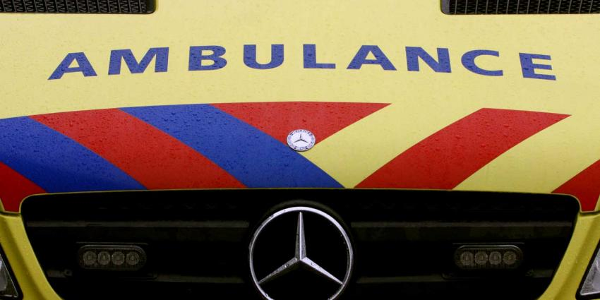 Verwarde man bedreigt ambulancepersoneel met mes