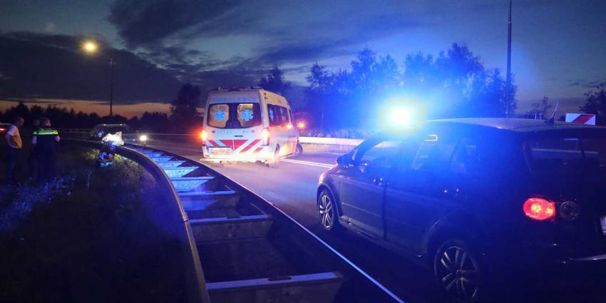 ambulance-zwaailicht-donker