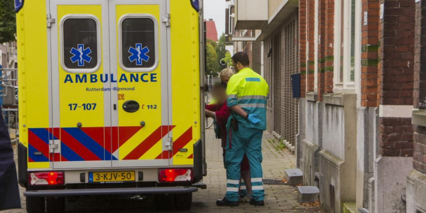 Foto van ambulance bejaarde   Flashphoto   www.flashphoto.nl