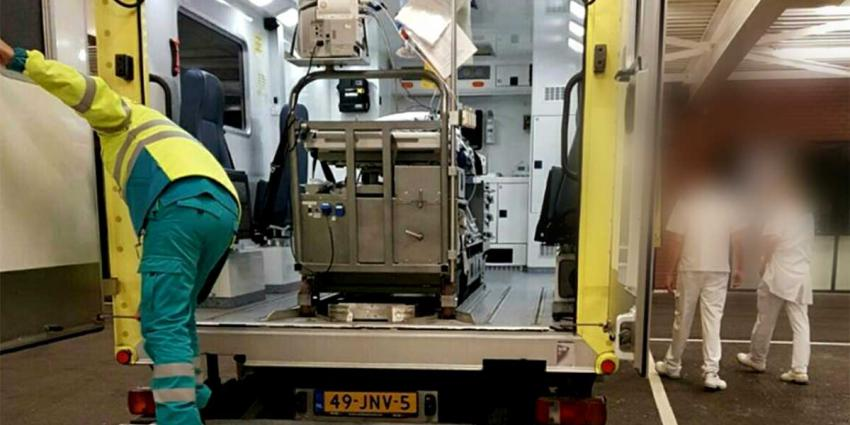 Man aangehouden na inhalen en remmen voor ambulance
