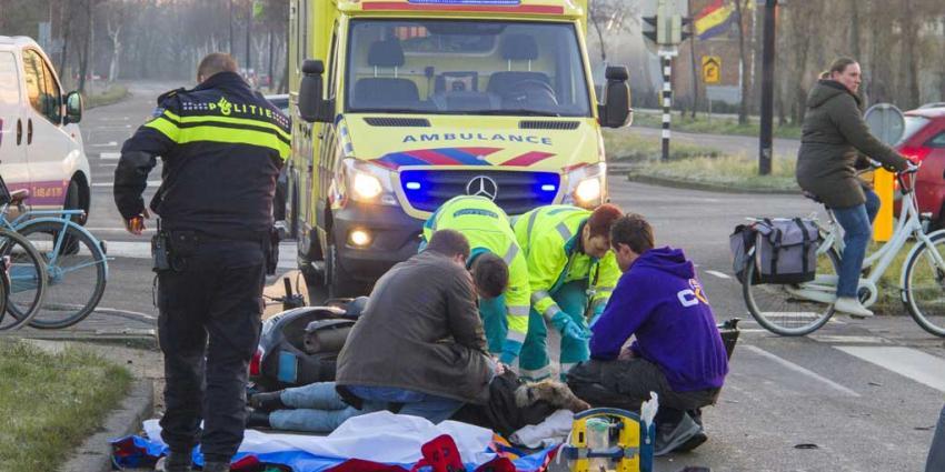Twee gewonden na aanrijding met scooter