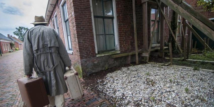 Groningen gedenkt aardbeving met koffers en kerkklokken