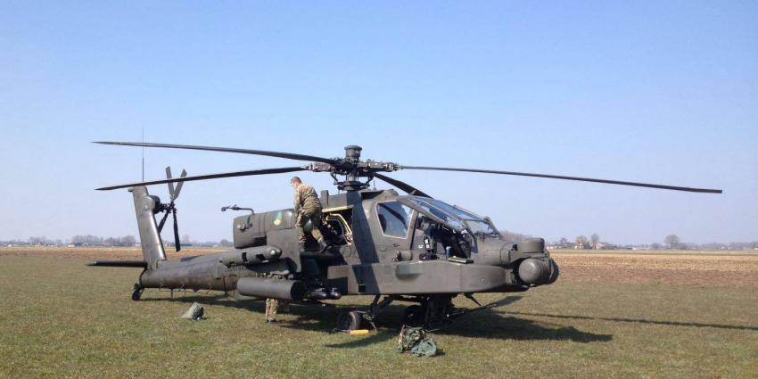 Apache helikopter maakt voorzorgslanding