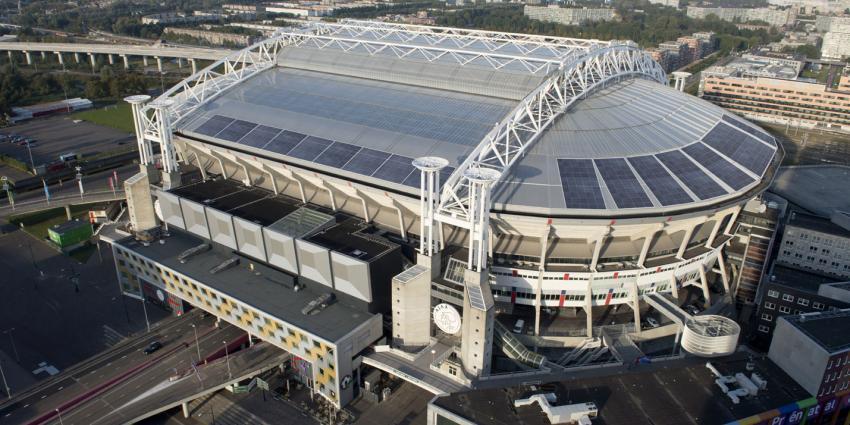 10.000 Kaarsjes branden in Amsterdam Arena op Wereld Aids Dag