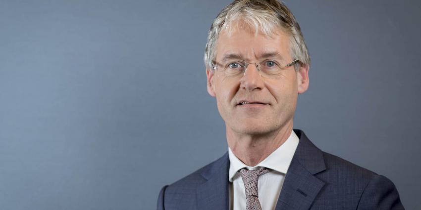 Minister Slob dreigt haatschool te sluiten
