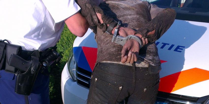 Politie lost waarschuwingsschot na bedreiging agenten