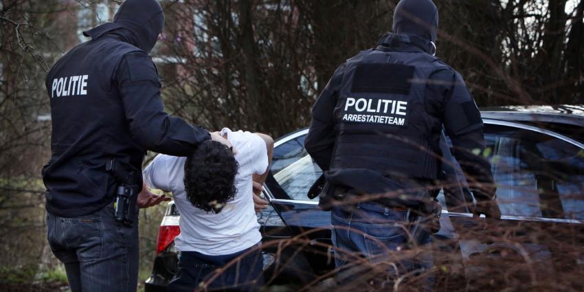 Politie doet inval in koffiehuizen Amsterdam