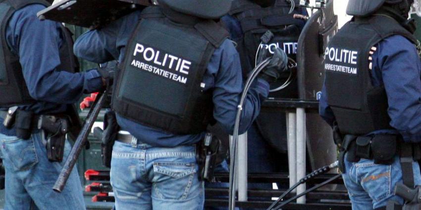 Arrestatieteam gewond na ontploffing bij inval woning