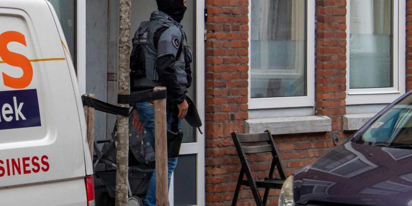 Arrestatieteam doet inval in woning Schiedam en houdt man aan