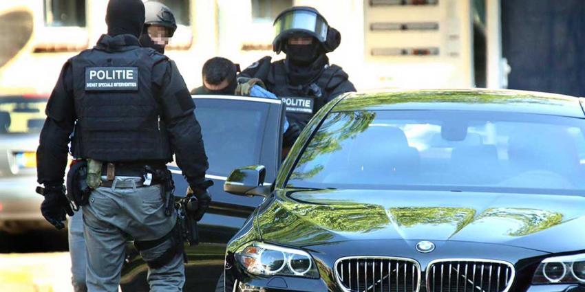 Arrestatieteam houdt 4 verdachten aan in pand Rotterdam