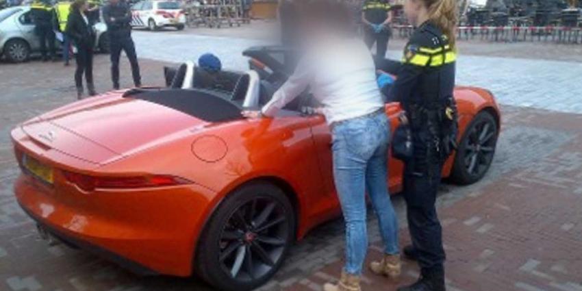 Dure auto's, drugs en wapens bij autocontrole Rotterdam gevonden