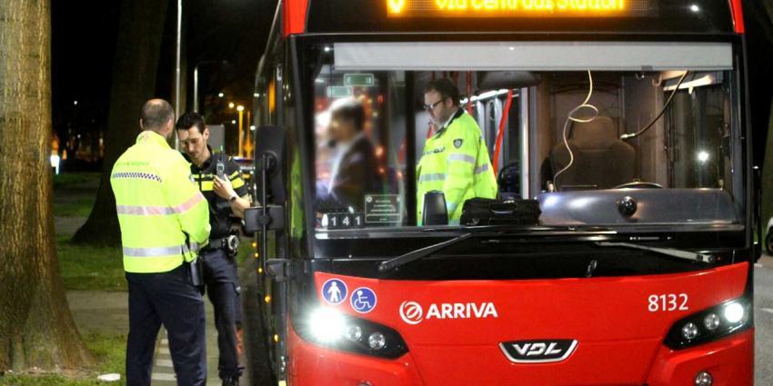 Politie zet beelden van overvaller bus in Tilburg online