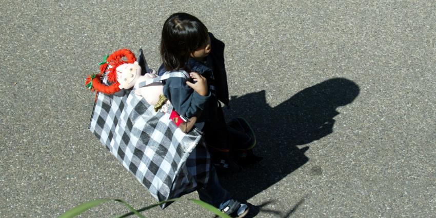 Kinderen groeien op in armoede door verblijfsstatus ouder