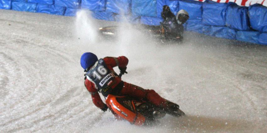 Veel uitglijders tijdens WK-ijsspeedway Assen