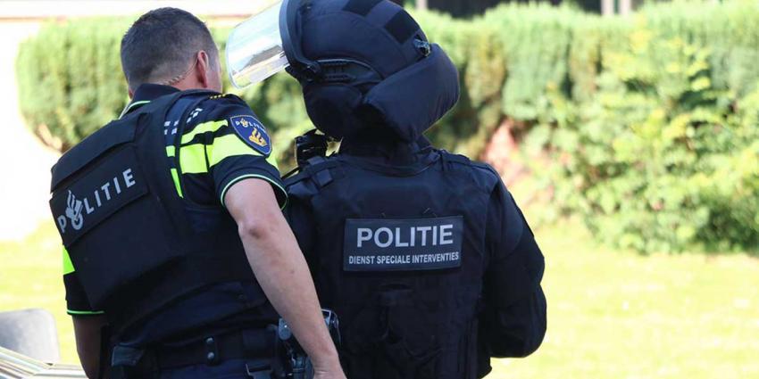 Leden arrestatieteam gewond na explosie
