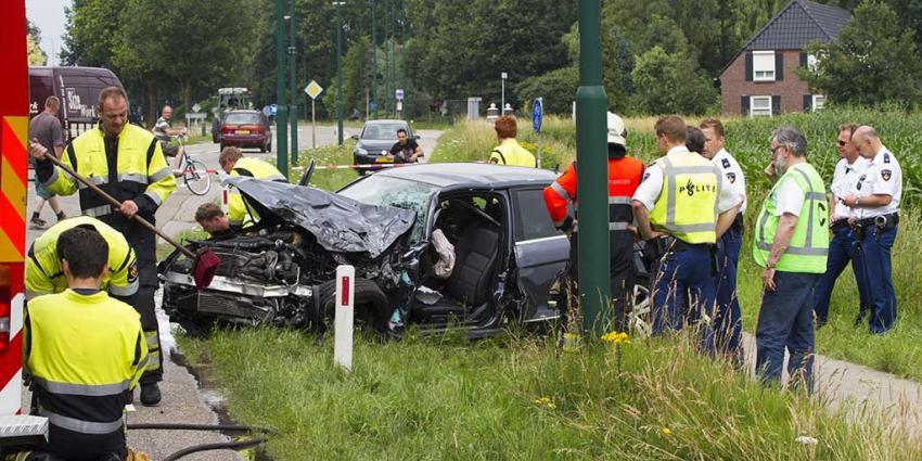 Foto van auto aanrijding Eerde   Sander van Gils   www.persburosandervangils.nl