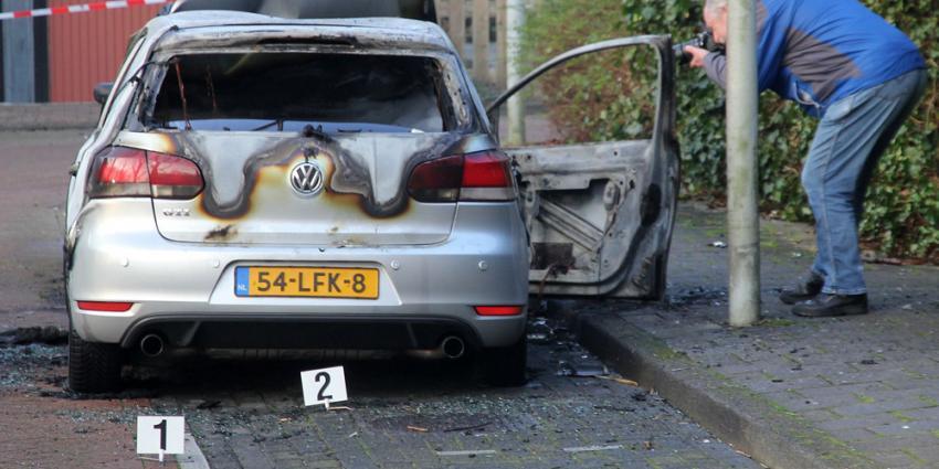 Foto van uitgebrande auto | BON