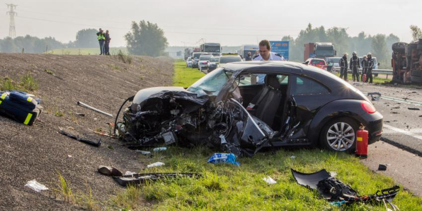 Foto van auto ongeval N59   Flashphoto   www.flashphoto.nl