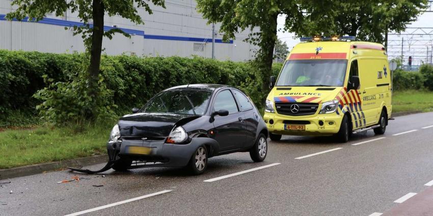 Auto botst achter op personenbus in Boxtel