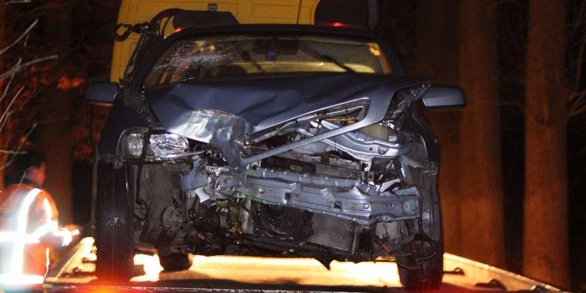 Automobilist ongedeerd na botsing op boom Boxtel