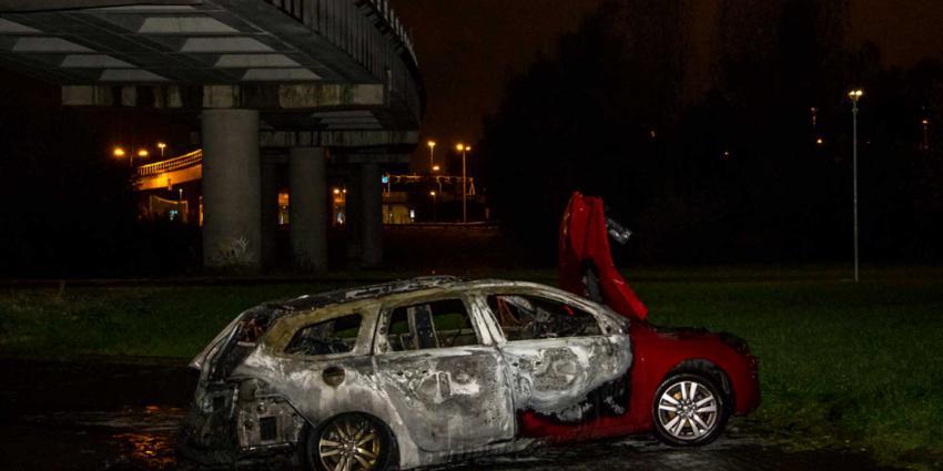 Auto gaat in vlammen op in Schiedam