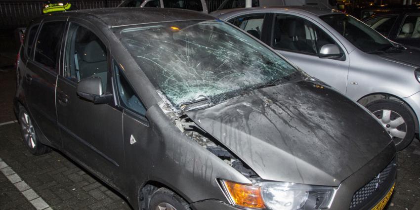 Auto opgeblazen met vuurwerkbom