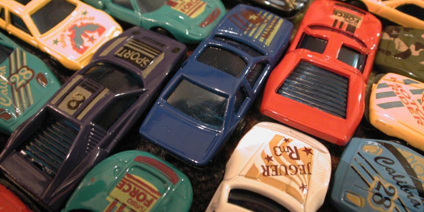 Jonge import auto's in trek