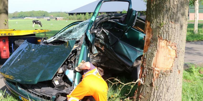 Bestuurder ernstig gewond bij ongeval in Odoorn