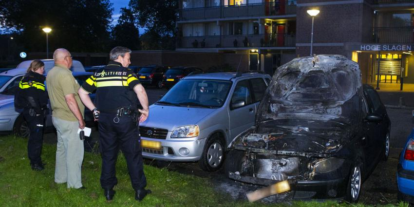 Auto in vlammen op in Den Bosch