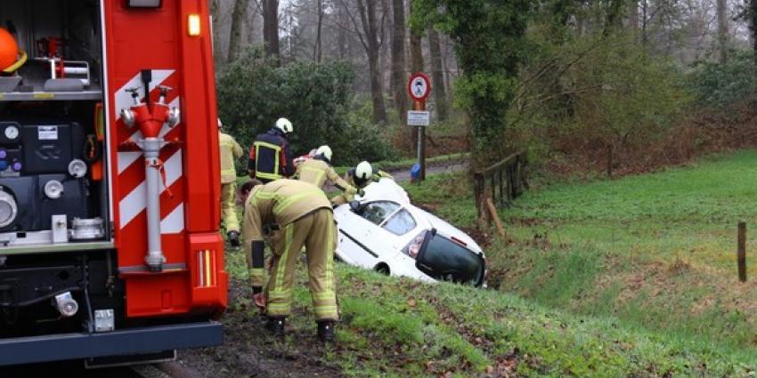 Auto in sloot bij Anloo, een gewonde