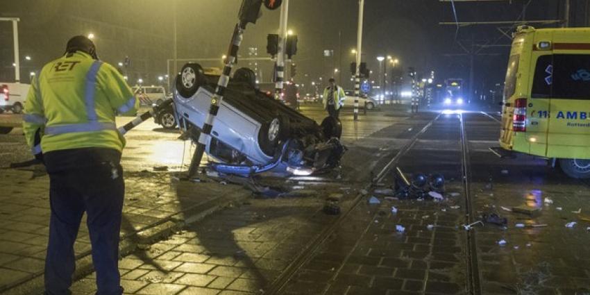 Auto in Schiedam over de kop