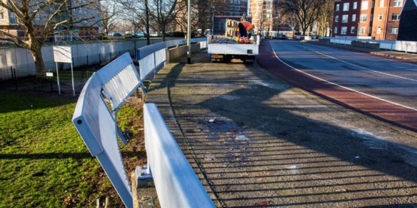 Automobilist ramt hek en vlucht, auto aangetroffen