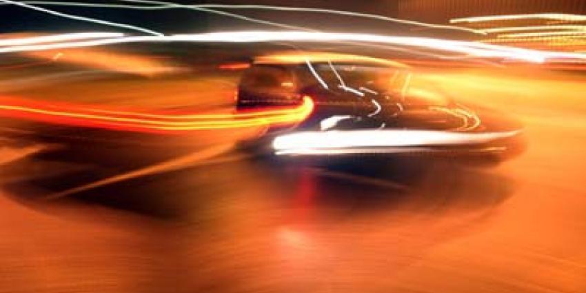 Auto zwaar beschadigd na nachtelijke beschieting op A16