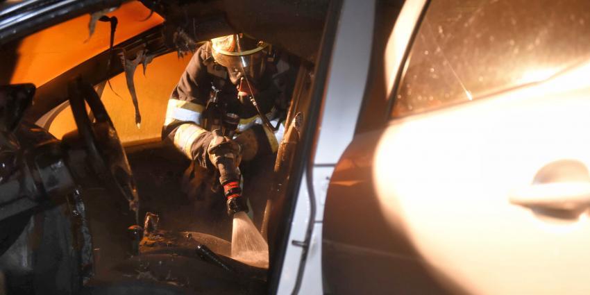 Vier aanhoudingen na brandstichting auto