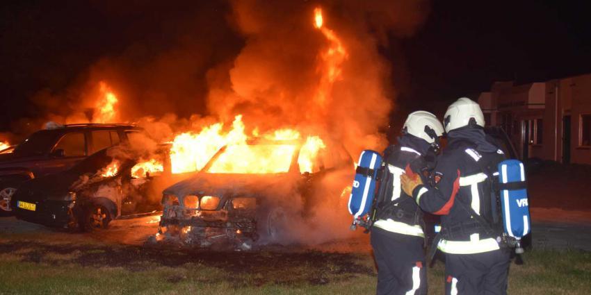 Vijf auto's beschadigd door autobrand
