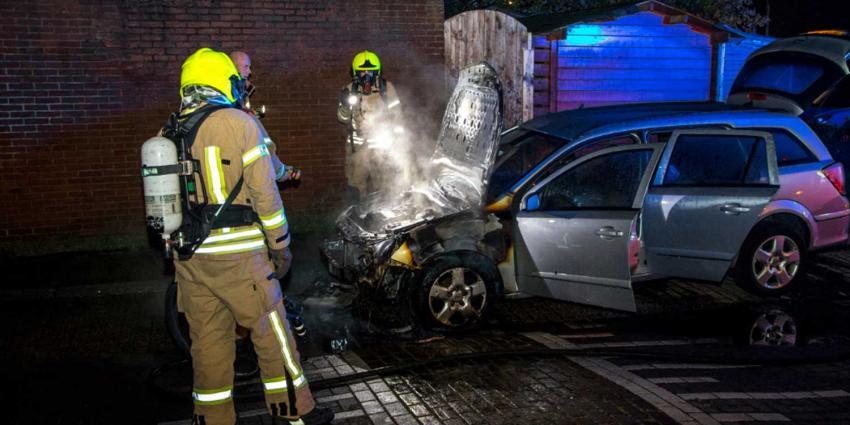 Wederom auto verwoest door brand in Vlaardingen