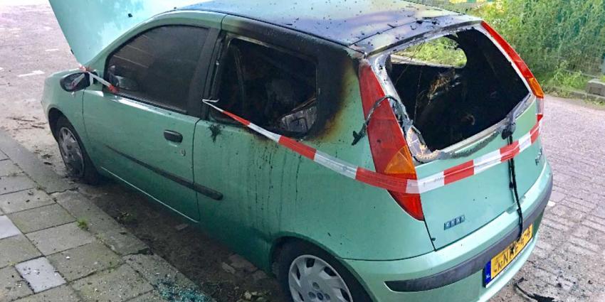 Auto zwaar beschadigd door brand Vlaardingen