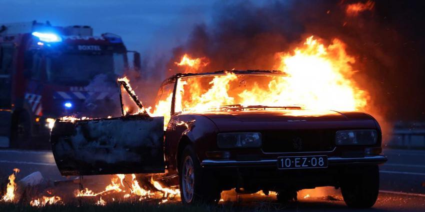 autobrand-oldtimer-snelweg-brandweer