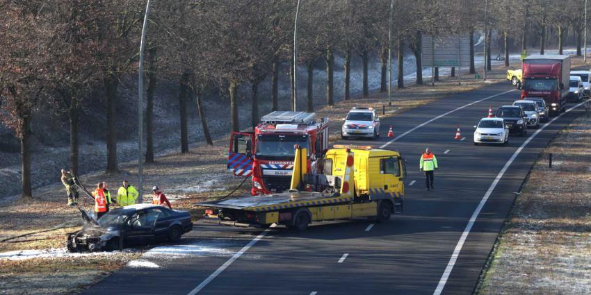 Autobrand op verbindingsweg snelwegen Eindhoven