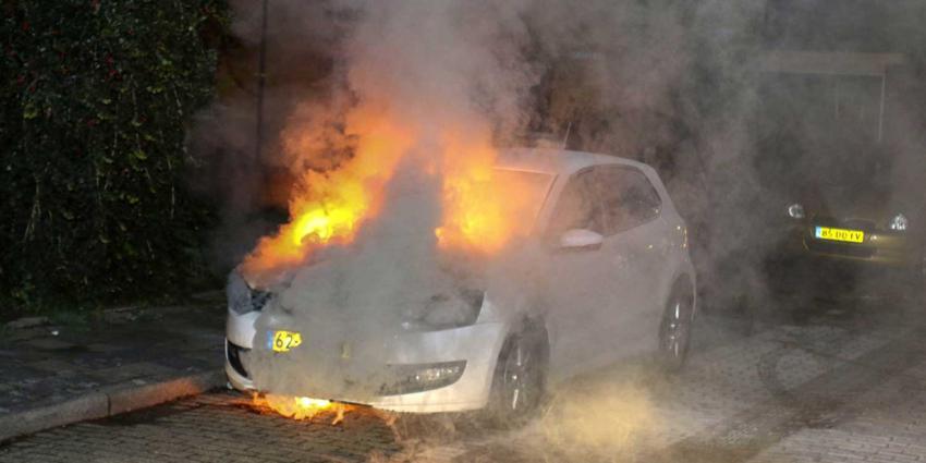 Auto zwaar beschadigd na brand