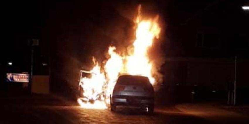 Twee auto's in brand gestoken in Veen